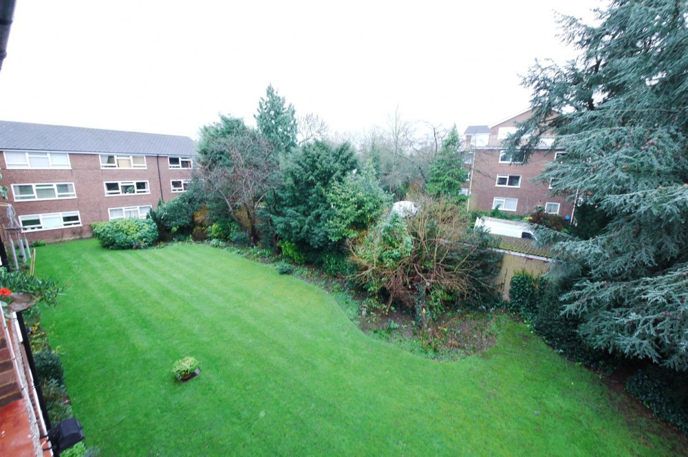 2 Bedroom Flat Enfield J R Property Services