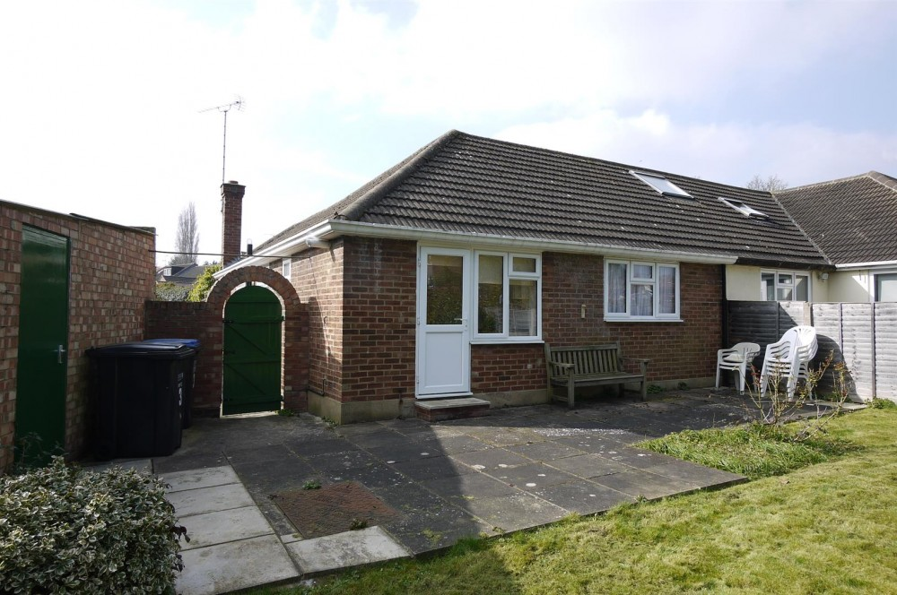 2 Bedroom Semi Detached Bungalow In Cuffley J R Property