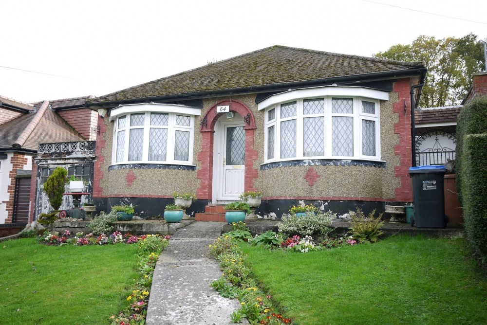 2 bedroom detached bungalow for sale j r property services for 2 bedroom bungalow
