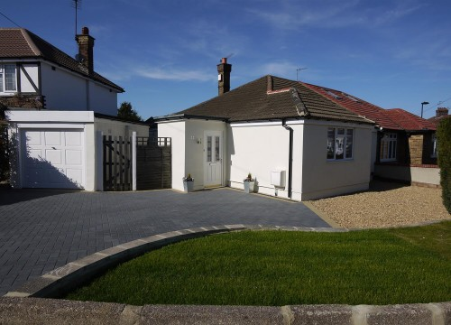 2 Bedroom Semi-detached Bungalow in Enfield