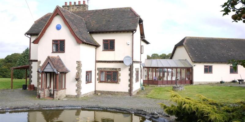 Detached Farm House For Sale West Cheshunt