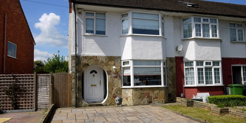 3 Bedroom End Of Terrace House West Cheshunt