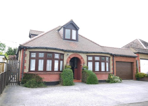 Four Bedroom Detached Bungalow in Cuffley