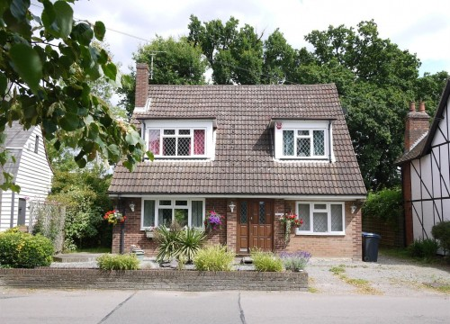 3 Bedroom Chalet Style Cottage in Little Berkhamsted