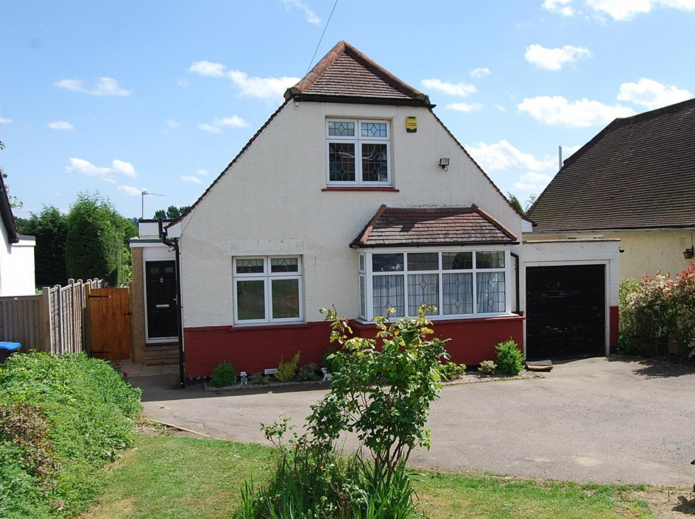 4 bedroom detached chalet style bungalow j r property for Four bedroom bungalow