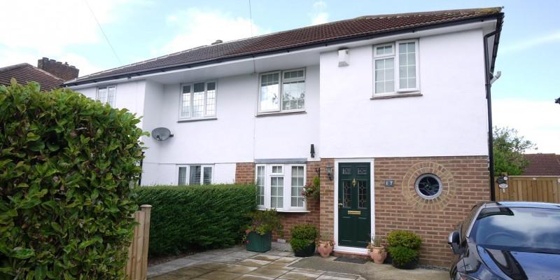 2 Bedroom Semi-Detached House Goffs Oak