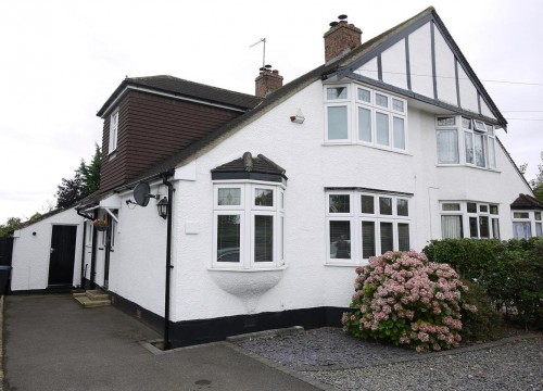 3 Bedroom Semi-Detached House in Cuffley