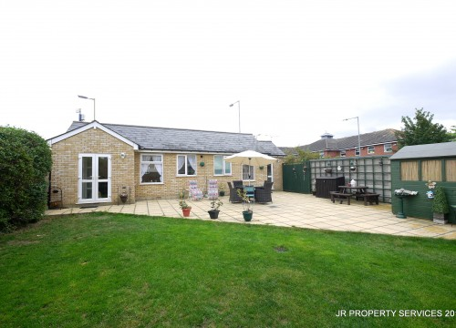 1 Bedroom Detached Bungalow Close to Amenities