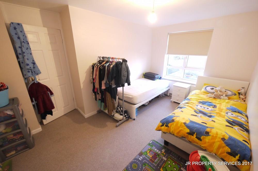 2 Bedroom Split Level Maisonette With Garden Cheshunt J