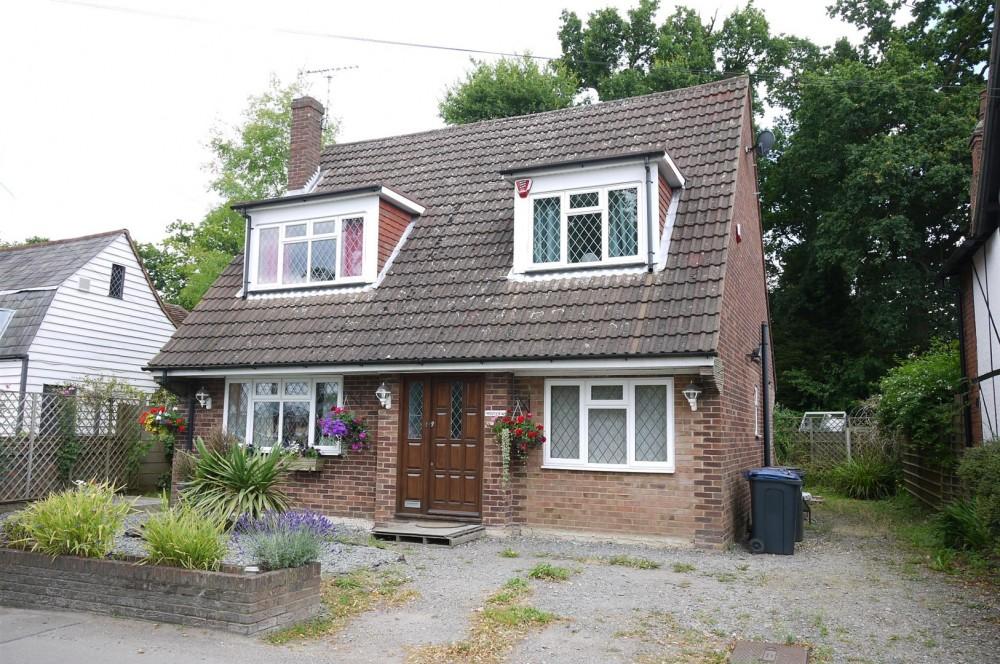 3 Bedroom Chalet Style Cottage In Little Berkhamsted J R
