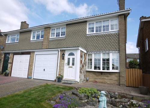 3 Bedroom Semi-Detached House in West Cheshunt